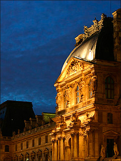 Louvre Museum at dusk (image courtesy of Gloumouth1 via Wikipedia)